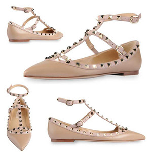 Venta caliente-diseñador de la marca clásico del dedo del pie puntiagudo zapatos de las mujeres correas del tobillo zapatos de vestir remaches de cuero sandalias de las mujeres con tachas de tiras tamaño 33-43