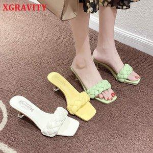 XGRAVITY 2020 neue Entwurfs-Weave Frauen Slipper Damen Thin-Absatz-Sandelholz-geöffnetes Zehe-Beleg auf Sommer Outdoor-Folien-Flip-Flop-Schuhe