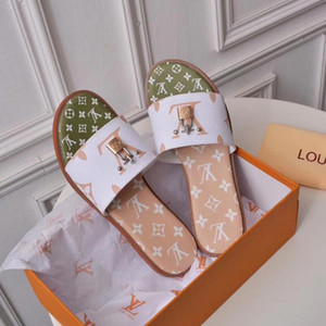 2020 sandali dei pistoni delle donne casuali ambulanti da spiaggia scarpe pistoni di massaggio pantofole scarpe piane donne di estate di borse Shoebox + polvere