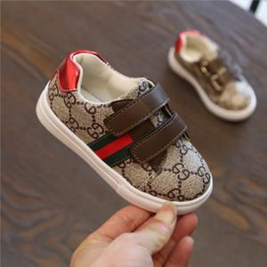 Chaussures enfants Designer de luxe Sneaker Chaussures plates modèle de lettre d'enfants d'impression Stripe Fashion Shoes Girl Boy 4 Styles