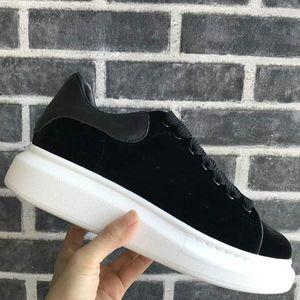 Velvet Black Mens Womens Casual Shoe Beautiful Platform Casual Sneakers Luxury Designers Shoes Leather Platform Dress Shoe
