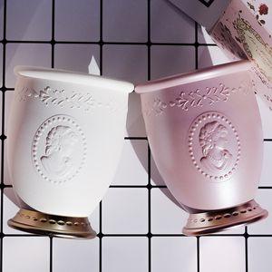 Les Merveilleuses Laduree Kabartma Makyaj Fırçası tutucusu - Beyaz / Pembe - Lüks Güzellik Fırçası Tutucular