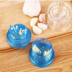 Útil trituradora de ajo rallador caja de plástico Twist Peeler Mincer Press herramienta de cocina Ginger Kitchen supplies color aleatorio venta caliente