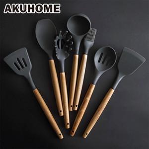 Ferramentas de silicone conjunto de cozinha Cozinhar utensílios Set Espátula Pá colher de sopa com punho de madeira design resistente ao calor especial