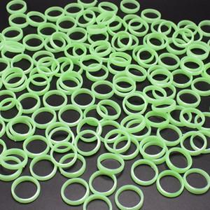 Luces de la noche anillos de color verde plástica luminosa fiesta de rendimiento de accesorios niños 1.6cm diámetro interior de Halloween Pascua apoyos juguetes baratos