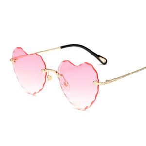 Moda sem aro óculos de sol mulheres novo formato Chegada do amor do coração eyewear feminina boa qualidade óculos de sol UV400 Viagens Shopping