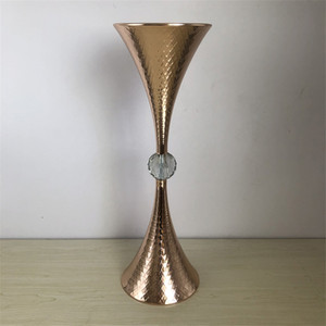 New style tall metal cheap elegant new designe Best-selling gold iron Wedding flower stand Centerpiece Vase supplier