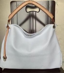 Ücretsiz kargo ! 2017 kadın deri Capucines çanta hakiki deri torbaları marka kadın omuz çantaları kaliteli kadın çanta # M40249
