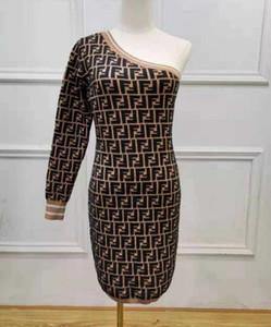 Européen des femmes de style américain robe 2020 nouvelle épaule oblique des femmes à manches longues imprimé jacquard robe sexy-forme mince robe de mode tricot