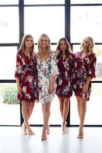 Seide und Satin Hochzeit Roben Personalisierte Glitter Print Short Bademantel Bridesmaid Nachtwäsche Kimono Blumendruck-Pyjamas Summer Night Lady Robes