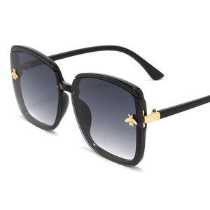 ALIKIAI Lunettes de soleil carrées Goggle UV400 femmes Ladies Tendance Bee Mode Noir Gris Rouge 2020 New Outdoor Lunettes