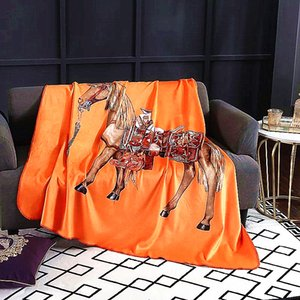 Royal Fancy Horse Brand Designer Velvet Одеяло Креативный шаблон комплекты постельного белья Диван Бросьте Одеялки Luxury Home Interiors Wedding