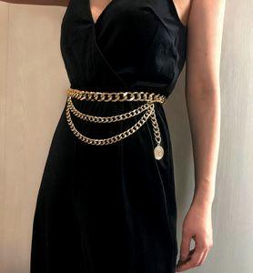 أحزمة مصمم أزياء فاخرة المعدنية حزام للنساء النسائية الرجعية الشرير هامش الخصر حزام الذهب والفضة اللباس السيدات الشرابة سلسلة أنثى