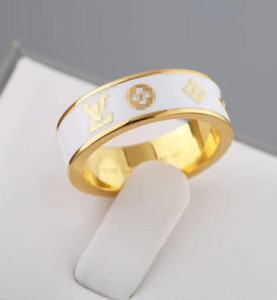 2020 Luxury designer jewelry fashion style hollow V letter ring fashion trend brand rose gold 18K gold brand new designer Louìs Vuìttõn