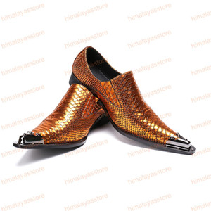 Luxury Gold Color Snake Print Hombres Zapatos de vestir formales Charm de metal Zapatos de cuero genuinos para hombres de fiesta zapatos de negocios
