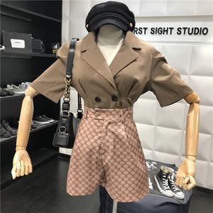 2019 новый женский пиджак костюм коаллар двубортный пэчворк с коротким рукавом и печати высокой талией широкие шорты твинсет модный костюм
