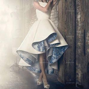 Blanc Bleu ras du cou en satin haut bas robes de cocktail en dentelle Applique froncé Ruches une ligne courte Homecoming Robes de bal