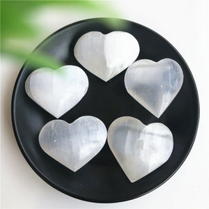 Ücretsiz Kargo Doğal 30g 2PC Beyaz selenit Taraklı Kristal Kalp Ev Dekorasyon Kuvars Kristalleri Oyma Cilalı