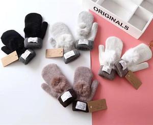 Güzel Kürk Topu Mitten Kadınlar Avustralya Tasarım eldiveni Açık biniyordu Eldivenler Sıcak Polar Eldiven ile UG Eldivenler Kış Örme Eldiven Etiket