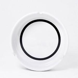 Klasik beyaz yuvarlak küllük ile lüks seramik küllük