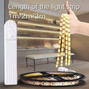 Cocina armario gabinete de escalera luz de la noche llevó la lámpara impermeable de la tira de cinta flexible de la lámpara del sensor de movimiento 5M USB Tira llevó la luz de banda LED012