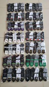 Moda Mulheres Homens meias Fils Sock Chinelos Sports Cotton Tornozeleira Meias meias curtas Sneaker meias com Tag Hot