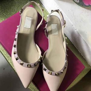 유럽 클래식 럭셔리 스타일 Ladies'Sandals, 금 리벳, 드레스 슬리퍼, 패션 신발, 평평한 바닥과 밝은 가죽 만들기