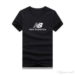 2019 NEW TOP Sommer Buchstabedruckes Männer Schwarz Weiß Kurzarm-T-Shirt hiphop STAFF beiläufige Art und Weise Baumwolle T-Shirt S-4XL