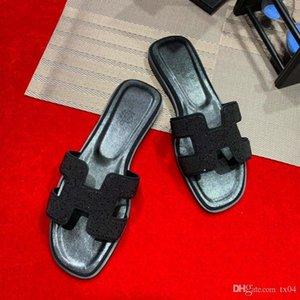 planas de los zapatos del diseñador de lujo zapatos zapatillas diamantes artificiales letras de diamantes de los hombres de las mujeres de alta calidad hueco sandalias de plata negro Slipp