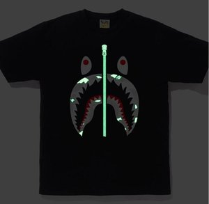 nuevos diseñadores para hombre del estilo T Shirts Hip Hop clásico camuflaje tiburón 3M reflectante Casual Tee Shirts los hombres y las mujeres de lujo del mono camiseta