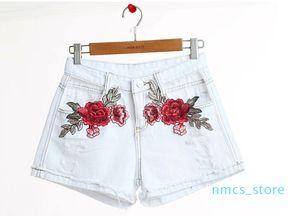 High Street Wear Новая мода белые пунктирные Дырки Rose Вышитые оборки Denim шорты высокой талией брюки