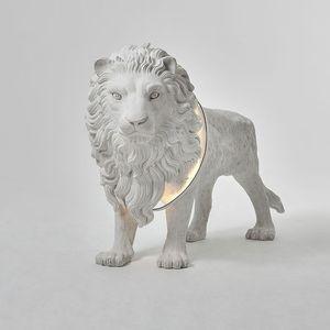 Modern Yaratıcı Tasarım Reçine Lion Standart Lambader Otel Ana Salon Ev Dekorasyonu Armatür FA010