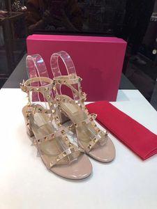 2020 nuevo salón de moda las sandalias de boda clásicos Gladiador salvaje los tacones altos zapatos de las sandalias con remaches de las mujeres elegantes del encanto de los zapatos de cuero reales
