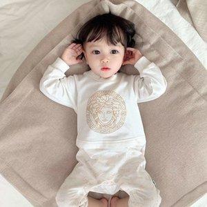 Neugeborenes Baby Strampler Niedliche Baby-Jungen-Mädchen-Kleidung Infant Jumpsuits Lätzchen Dékordrucke Coverall