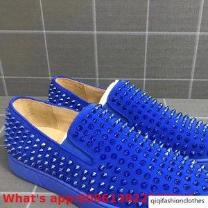 El resbalón de lujo en azul de gamuza de cuero inferiores del rojo zapatos escotados para los hombres del color del ocio remache modelos ocasionales planos de los holgazanes