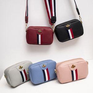 LISM 2019 primavera e no verão novo pacote de produtos Design de Moda Mulheres Bee listrado Shoulder Bag Bolsas Mini Feminino Mensageiro