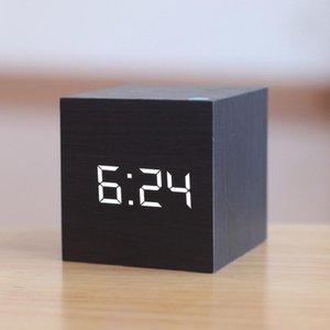 New Qualifizierte Digitale Holz LED-Wecker Holz Retro Glow Clock Desktop-Tischdekoration Voice Control Snooze-Funktion Desk Tools