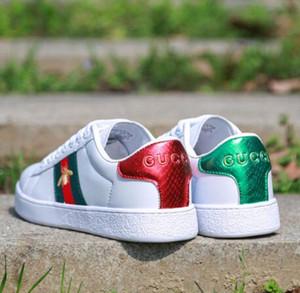 a16 Hot 2020 nova flor Abelha bordados sapatos brancos mulheres respirável esportes selvagens casuais sapatos par de sapatos rasos