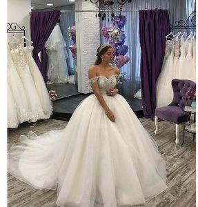 Princess White Tulle Ball Pown с плеч свадебные платья с рукавом Серебряный бисером Разведка Поезд Золушка Свадебное платье халат De Soiree
