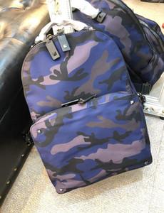 2019 nuevos hombres de la escuela bolsas de las mujeres calientes del punk remaches estilo mochila de diseño de camuflaje selva que viajan mochilas bolsa 30/38/12