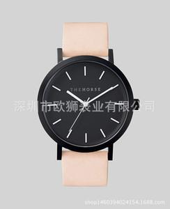 Luz rosa. relógio de pulso de quartzo de alta qualidade em couro quente. versão coreana de liga estilo minimalista