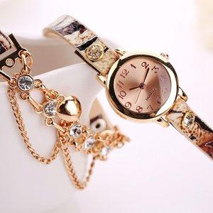 Sıcak Satış Yılan Kolye Surround Saatler Kadın Paketleme Saatler