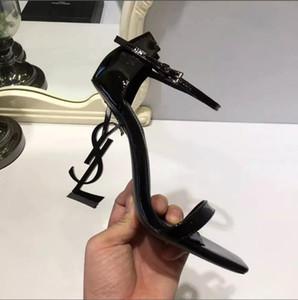 Con la caja atractiva a estrenar zapatos de mujer de verano de la hebilla de correa del remache sandalias de tacón alto en punta del dedo del pie de lujo del solo de alta heel10.5cm