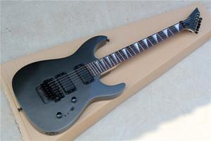 블랙 하드웨어와 새로운 도착 공장 사용자 정의 24 프렛 트레몰로 브리지 블랙 바디 일렉트릭 기타는 사용자 정의 할 수 있습니다