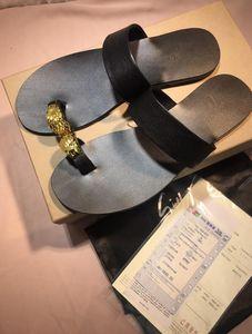 Des femmes des hommes DesignerLuxury Sandales Diapo Chaussures d'été Mode Chaussures de plage Chaussures noires Slipper Flip Flop Box 2021912Q