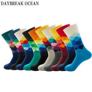 Big Size 20 Pcs = 10 paia / Lotto Gradient Colorful Calze di cotone pettinato Uomini Casual Fashion Autunno Crew Socks Funny Happy Men