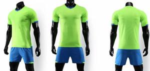 Personality Männer Retro Performance-Design Ihre eigenen Fußballhemden Shorts Uniformen Online-Design-Custom Football Jerseys Online-Sets