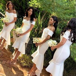 Partido de hombro elegante blanca Off sirena vestidos de dama de Alto Bajo Corto africana huésped de la boda vestidos de túnicas de demoiselle d'honneur