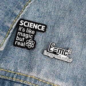 Meme equação massa-energia Pinos Leite Café Ciência Física Relatividade Chemical Magia Broches do esmalte Pin Para cientologista zdl0520.
