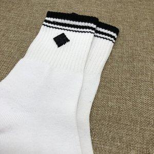 Sommer neue Mens Short Socken Weiße Socken für Männer niedrig Hilfe kurze Socken Herren Socken Männer Frauen Volltonfarben
